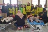 Dharmayukti Karini dan PMI Tamiang Layang gelar donor darah