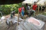 Prajurit TNI mulai bangun jamban di desa sasaran TMMD