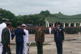 Lokasi upacara HUT TNI di Kendari diguyur hujan