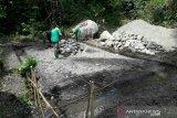 Satgas TMMD mulai bangun kantor tiga pilar di desa Ogoalas