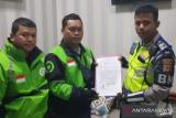 Polisi 'tendang' pengemudi ojek online dimutasi
