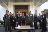 HUT ke-74 TNI, ini kejutan Kapolda untuk Pangdam Diponegoro