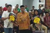 Bupati Lutim serahkan 63 randis kepada Kepala Dusun