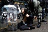 Ribuan pengunjuk rasa di Hong Kong turun ke jalan sambil kenakan penutup wajah