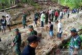 TNI bersama masyarakat Sangihe gotong royong buka jalan baru
