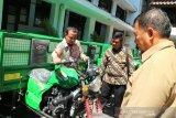 Wagub Sulsel serahkan 10 unit motor sampah kepada Pemkot Makassar