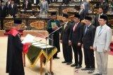 Pimpinan DPRD Riau periode 2019-2024 resmi dilantik