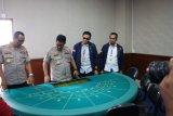 Polisi amankan 133 orang saat menggerebek kasino di Apartemen Robinson
