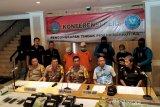 Polisi ungkap 13 kilogram sabu dibungkus plastik teh di Cianjur
