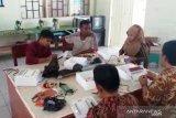Dosen UNP buat media pembelajaran bagi guru SMK Pesisir Selatan gunakan gerbang logika