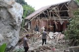 Aktivitas pertambangan gunakan bahan peledak, akibatkan rumah dan sekolah ambruk