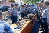 Polres Minsel periksa senjata api personel