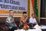 Perhutanan sosial mendorong masyarakat menjaga hutan