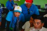 Menteri Rini serahkan bantuan