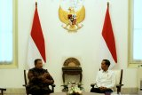Jokowi menerima kedatangan SBY