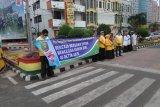 Dokter RSJ kampanyekan kesehatan jiwa di Tugu Adipura