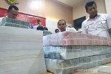 Polda Aceh melimpahkan perkara korupsi Rp16,5 miliar ke kejaksaan