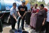 PWI dan Semen Gresik salurkan air bersih di empat desa