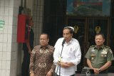 Presiden Jokowi tetap lakukan swafoto dengan warga masyarakat