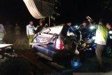Tiga penumpang meninggal setelah sebuah mobil tertimpa pohon tumbang  di Situbondo