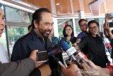 Besuk Wiranto, Surya Paloh: Sudah bisa bercanda sedikit