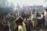 Krisis air bersih, Polres Mesuji bagikan air bersih
