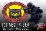 Tim Densus 88 Antiteror grebek rumah terduga teroris di Cengkareng