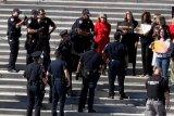 Jane Fonda diciduk polisi