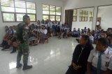 Yonif 713/ST sosialisasikan bahaya narkoba kepada pelajar Keerom