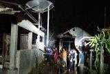 Penyebab terbakarnya dua rumah warga Ampah belum diketahui