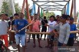 Warga blokir akses jalan Gorontalo-Sulawesi Tengah