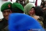 Istri mantan Dandim  Kendari teteskan air mata saat sertijab