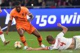 Wijnaldum dan Van Dijk keluhkan kondisi  Stadion Dinamo