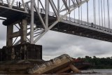 Larangan tongkang lintasi bawah Jembatan Kalahien sebagai perwujudan kepentingan masyarakat