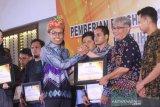 Antara Kalsel dapat penghargaan dari KPU