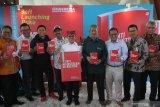 Bupati Banyuwangi Abdullah Azwar Anas (tengah) berfoto dengan sejumlah tokoh saat peluncuran awal buku