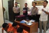 VIDEO - Polisi tangkap tiga pemuda saat transaksi narkoba
