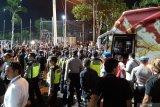 Ratusan suporter unjuk rasa usai Indonesia ditaklukkan Vietnam