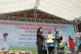 Pembagian kartu indentas untuk 10.000 anak Bantul memecahkan rekor MURI