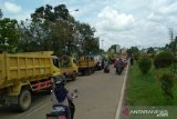 Suplai distribusi barang terganggu karena akses Jembatan Kapuas II ditutup