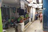 Densus 88 anti teror geledah rumah di pemukiman di Bandung