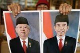 Foto Jokowi dan Ma'ruf di Pasar Jatinegara berbeda dengan yang resmi