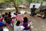 Kodim Cilacap ajak anak desa membaca di alam terbuka