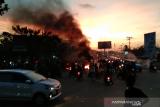 Aksi demo, mahasiswa blokade beberapa titik jalan di Kendari