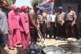 Bantu salurkan air berssih, Polres Kudus manfaatkan mobil water canon