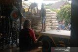Pedagang di NTB menjual semen mahal terancam sanksi pencabutan izin usaha