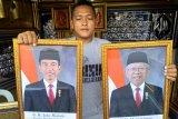 Bingkai foto presiden dan wapres dijual beragam versi