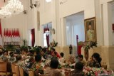 Jokowi dan JK kompak tirukan suara ayam jago berkokok