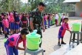 Satgas TMMD ajarkan cuci tangan yang benar pada anak-anak