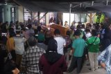 Isak tangis sambut kedatangan empat jenazah korban kecelakaan JTTS